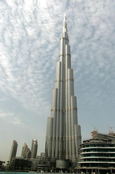 Le Burj Khalifa,  Dubaï, avec ses 168 étages. Il s'agit de la plus haute tour du monde.