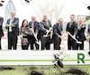 La symbolique première pelletée de terre pour souligner le lancement des travaux du REM a été faite hier, en compagnie notamment de la mairesse de Montréal, Valérie Plante, du ministre des Transports du Canada, Marc Garneau, du premier ministre québécois, Philippe Couillard, et du PDG de la Caisse de dépôt, Michael Sabia.