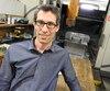 À 45 ans, Philippe Constancis est à la tête de Mesotec à Sherbrooke. L'entreprise, qui se spécialise dans l'usinage de pièces pour les avions, est un sous-traitant de Bombardier aéronautique.