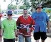 Croteau, au centre, marche accompagné de Lucien Janvier, 72ans, et de Patrice St-Amant, qui a fait quelques kilomètres avec eux dans la ville de Trois-Rivières.