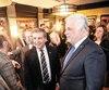 Le premier ministre Philippe Couillard, le ministre de la Sécurité publique Martin Coiteux et le député André Drolet ont pris un bain de foule au restaurant-pub D'Orsay pour rencontrer les membres de l'industrie de la restauration de Québec, mercredi.