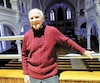 Jacques Gagnon se tient au jubé de l'église Saint-Calixte à Plessisville, où il chantera Minuit, chrétiens, pour une 62e fois le 24décembre.