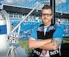 Posant fièrement à côté de la cloche des partisans au stade Saputo, Sébastien Ouellet est un inconditionnel partisan de l'équipe.