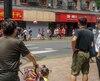 Les fortes pluies à Shanghai ont entraîné la chute de cette enseigne, ce qui a provoqué la mort de trois personnes en plus de faire six blessés.
