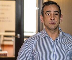 Le pharmacien Spyridon Koutsouris a comparu hier devant le conseil de discipline de l'Ordre des pharmaciens, où il fait face à une demande de radiation provisoire immédiate.