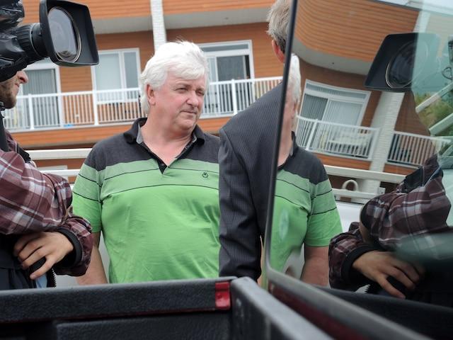 Le fils de Cécile Lalancette, Gilles Laroche, est convaincu que l'agent roulait trop vite.