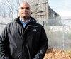 Claude-Sébastien Jean, le père d'un élève de l'école Sophie-Barat à Montréal, devant les ruines d'un pavillon patrimonial que l'établissement souhaite réhabiliter.