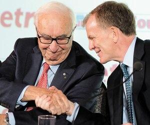 Jean Coutu et le grand patron de Metro, Éric R. La Flèche, lors de l'annonce de la vente du Groupe Jean Coutu à Metro le 2 octobre dernier à Montréal.