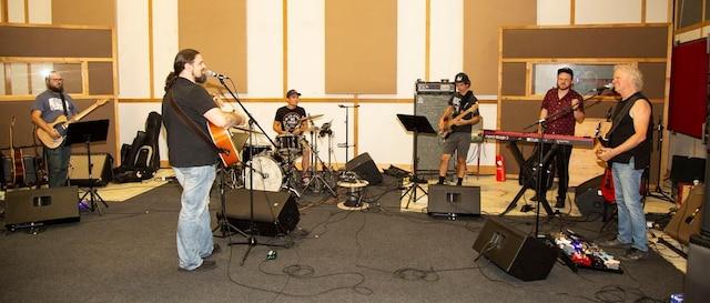 Sébastien Dubé, Jean-Claude Marsan, Francis Boudreau (Guitare), Nicolas Garret (Percussions), Daniel Laflamme (Basse), Guillaume Rochon (Clavier)