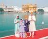 La pathologie du déguisement du premier ministre et de sa famille devenait alors source d'embarras diplomatique.