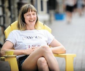 «Je n'ai pas l'air d'une politicienne, je ne veux pas avoir l'air d'une politicienne», a insisté la candidate de Québec solidaire dans la circonscription de Taschereau, Catherine Dorion, en entrevue avec <i>Le Journal</i>.
