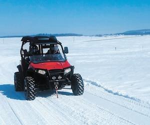 La pratique du quad en hiver est de plus en plus facile en raison de toutes les améliorations qui ont été apportées par la Fédération québécoise des Clubs Quads et leurs clubs membres.