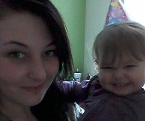 Les gestes pour honorer la mémoire de la petite Rosalie, 2 ans, se multiplient, moins de 24 heures après la découverte de son corps inanimé dans une poubelle, dans un quartier résidentiel de Québec.