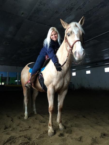 Mélany Houle a perdu 130 livres au cours des derniers 20 mois afin de pouvoir monter plus aisément sur son cheval, Casanova