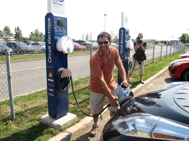 Guillaume Boudreau, propriétaire d'un véhicule électrique