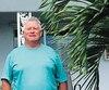 Depuis une décennie, le maçon Daniel Alarypassetrois mois par anen Floride dans le «Petit Québec». On le voit ici devant son condo d'Hallandale Beach, mercredi dernier.
