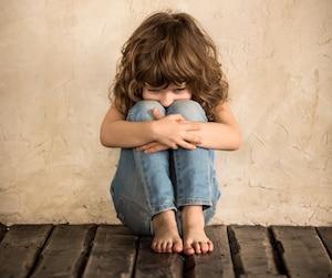 Enfant triste pauvre pauvreté