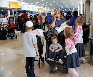 C'était le branle-bas de combat jeudi, à l'aéroport de Fort Lauderdale en Floride, où des milliers de personnes tentaient de prendre un avion pour fuir l'ouragan.
