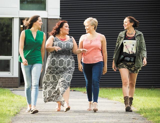 Jenny Pudavick, Heather White, Brittany LeBorgne, Maika Harper incarnent le quatuor de femmes autochtones au cœur de Mohawk Girls.