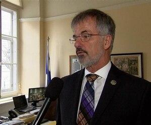 Le député libéral de Chomedey Guy Ouellette se dit «écœuré» par les controverses éthiques.