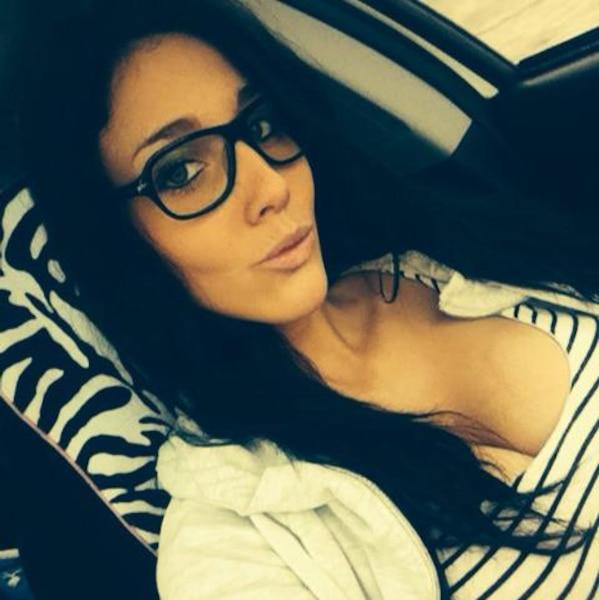 La Sûreté du Québec a arrêté Stéphanie Beaudoin mardi après-midi près d'une fromagerie. La jeune femme était une adepte des médias sociaux où elle y exposait de nombreuses photos, y compris avec son chien.