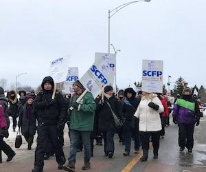 Les 1900 employés de soutien, techniciens et ouvriers sont en grève continue depuis le mardi 21 février.