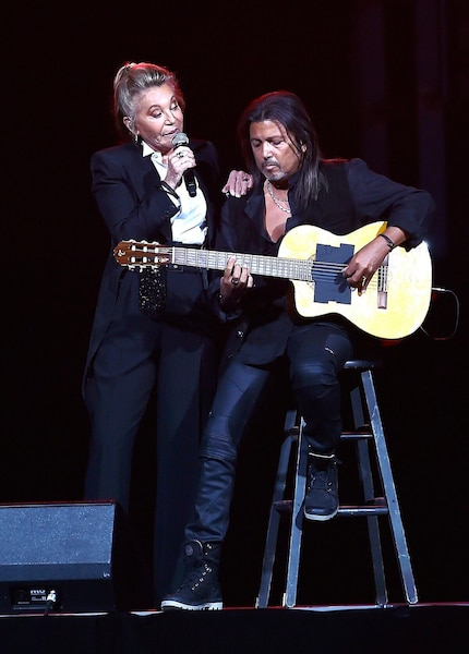 heila, accompagnée par son guitaristeÉric Hazard,  chantait au Québec pour la première fois.