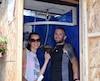 Ekaterina Mingazizova et Éric Cayer invitent les festivaliers à utiliser leur douche extérieure.