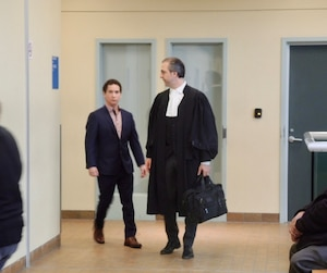 L'ex-roi des pharmacies, Jonathan-Yan Perreault, a reçu une absolution conditionnelle jeudi à Québec après avoir plaidé coupable à une accusation de voies de fait simples pour avoir asséné un coup de poing au visage d'une amie en avril 2017, à sa résidence de Lac-Beauport.