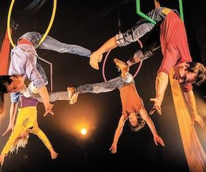 La compagnie québécoise La marche du crabe présentera son spectacle Le mobile, destiné aux nourrissons et à leurs parents, dans le cadre de la neuvième édition du festival Montréal complètement cirque.
