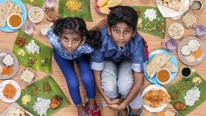Des enfants et de la nourriture