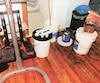 Voici un aperçu de ce qui attendait les policiers à leur arrivée dans l'appartement de Vladimir Berry où plusieurs seaux deproduits chimiques et de GHB ont été confisqués le 23 avril.