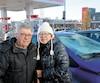 Siorino Cosatto et sa conjointe Monique Parent s'estiment chanceux d'être indemnes après que leur voiture eut été lepoint de chute d'un imposant bloc de glace sur le pont Pierre-Laporte, dimanche. Sous le choc, le pare-brise s'est enfoncé et plusieurs morceaux de vitre se sont émiettés sur le couple.