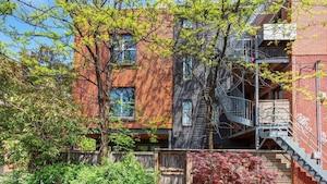 Une maison sur 4 étages à vendre pour 1 075 000$