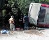 Le chauffeur de l'autocar qui s'est renversé et a fait 12morts, dont la Gatinoise Stephanie Horwood, pourrait devoir faire face à la justice. La vitesse fait partie des hypothèses des policiers.