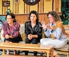 Louise Cardinal, Marie-Hélène Thibault et Mélanie St-Laurent dans une scène de <i>Quelque chose comme une grande famille</i>.