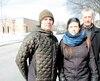 Martin Leclerc (à gauche), Mélanie Murphy et Raymond Nadeauenseignent à l'école Louis-Riel de Montréal. Selon M.Leclerc, la direction tente d'officialiser la pratique en retirant la mention de la note de passage dans les normes d'évaluation de l'école.
