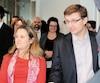 La ministre des Affaires étrangères, Chrystia Freeland, s'est rendue dans les nouveaux locaux de l'entreprise Eddyfi Technologies de Québec où elle s'est entretenue avec Marc Grenier (à droite) qui est chef de la technologie.