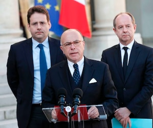 French Prime Minister Bernard Cazeneuve speaks next to Interior Minister Matthias Fekl (L) and Justice Minister Jean-Jacques Urvoas after a meeting of the Defense Council on April 21, 2017 at the Elysee Palace in Paris, after a gunman opened fire on police on the Champs Elysees. / AFP PHOTO / THOMAS SAMSON
