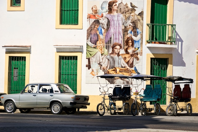 Cette murale à thématique religieuse a-t-elle été faite pour la visite du pape?