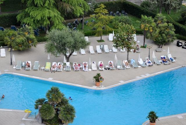 La piscine d'eau thermale (chaude) de l'hôtel Internazionale de Abano Terme.