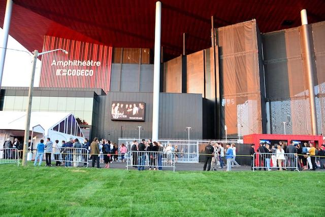 Le monde est fou est présenté à l'Amphithéâtre Cogeco de Trois-Rivières jusqu'au 15 août.