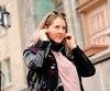 GEN-Portrait de Michelle Dona pour illustrerais conséquences de l'écoute prolongée de musique avec des écouteurs