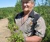 Selon Clément Bélanger, président de l'Association des cueilleurs de bleuets hors bleuetières, le prix d'achat supérieur à un dollar la livre attire de nombreux cueilleurs en forêt.
