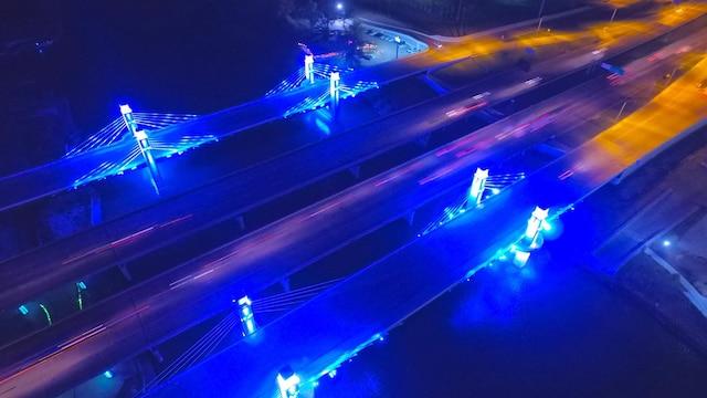 Un pont à Waco, Texas, la nuit.