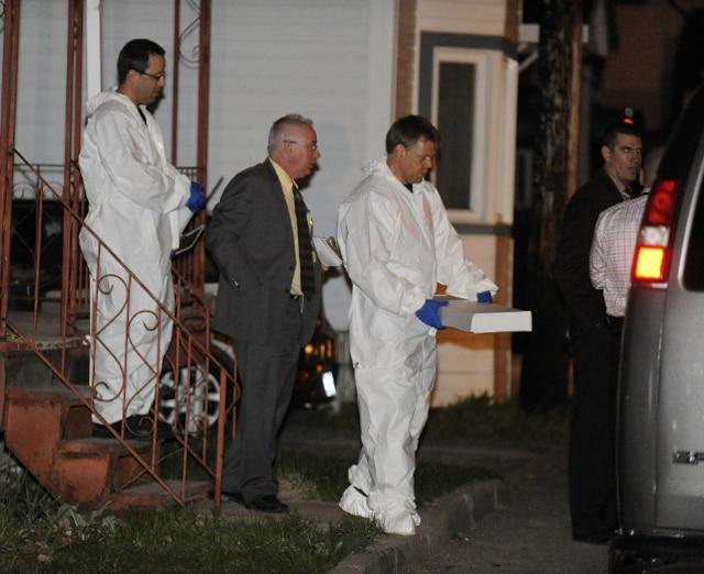 Un drame c'est produit au 15 rue Foisy � L�vis jeudi le 3 Mai 2012 pr�s de Qu�bec. Un enfant serait mort par arme � feu. BENOIT GARIEPY/JOURNAL DE QUEBEC/AGENCE QMI)