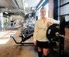 La Montréalaise Veronika Mikulis vient de déposer sa candidature pour devenir policière à la Sûreté du Québec. La femme de 22 ans, qui travaille au gymB52 à Saint-Henri en plus de jouer au tennis, a décidé de réorienter sa carrière après son baccalauréat en criminologie.