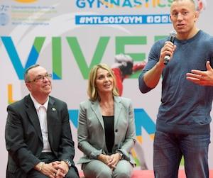 Richard Crépin, Nadia Comaneci et Georges St-Pierre lors de la conférence de presse annonçant la tenue à Montréal des 47es Championnats du monde de gymnastique artistique.