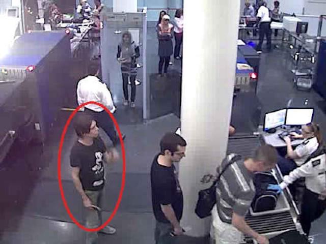 Interpol a diffusé, le dimanche 3 juin 2012, des images de Luka Rocco Magnotta qui aurait été appercu dans un aéroport.