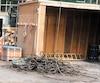 L'énorme câble et le crochet d'une grue sur le chantier du pilier central du nouveau pont Champlain se sont écrasés au sol dans la nuit de vendredi à samedi.